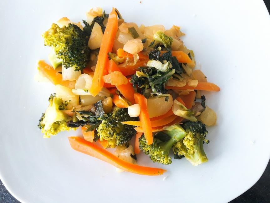 Wok de pak choï, brocolis, carottes auxépices